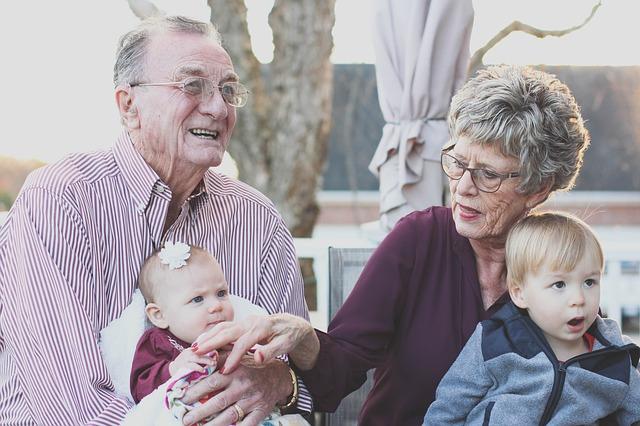 O czym warto pamiętać opiekując się człowiekiem w podeszłym wieku.