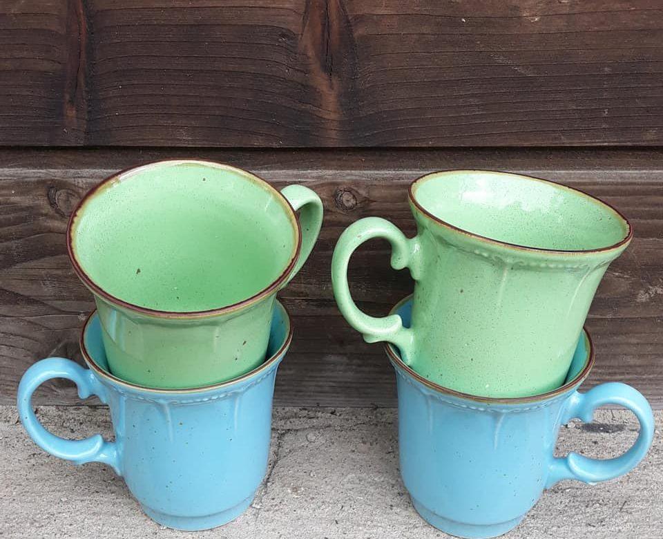 Kubek z duszą wiejsko-czarodziejsko.Ręcznie wykonany w bieszczadzkiej małej pracowni ceramiki.